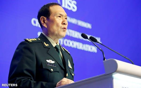 中国の魏鳳和国防相が演説した日に「新型SLBM」を発射実験したとみられる(6月2日、シンガポール)=ロイター