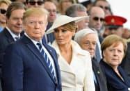 5日、英南部ポーツマスでの式典に出席したトランプ大統領(左)=ロイター