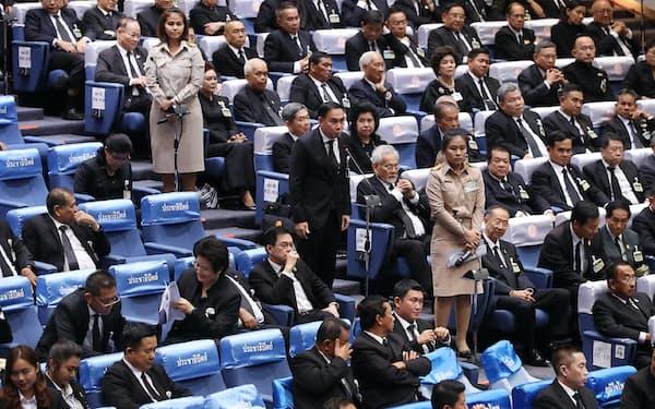 タイの首相指名選挙には上下両院の議員が投票した(5日夜、バンコク)=三村幸作撮影