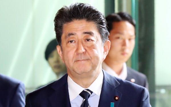 通算在職日数が初代首相の伊藤博文と並ぶ歴代3位となった安倍首相(6日、首相官邸)