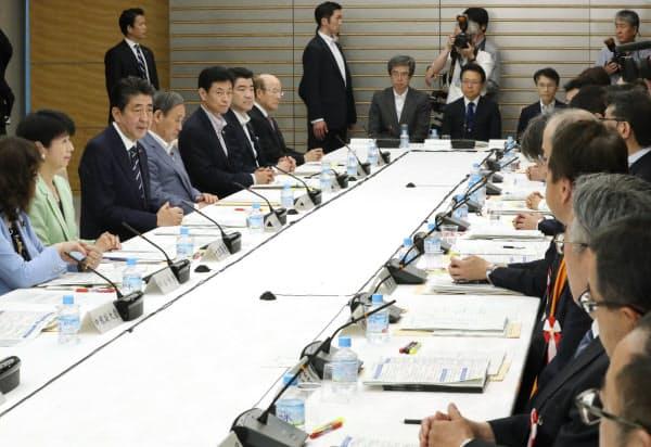 首相官邸で開かれた規制改革推進会議(6日)