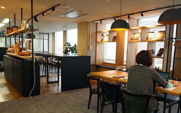 新たな起業支援施設には起業志望者が集まる(松戸市)