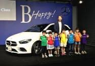発表されたメルセデス・ベンツの新型「Bクラス」(6日、東京都港区)
