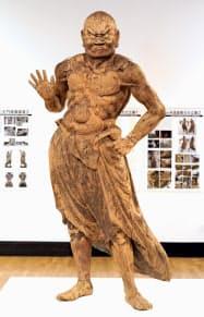 修復された雨引山楽法寺の吽形の金剛力士像(6日、東京都台東区の東京芸術大)=共同
