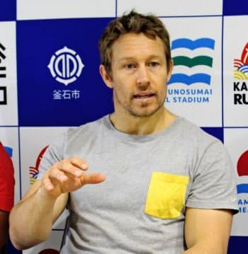 釜石の光景は「衝撃的だった」と話すウィルキンソンさん(5月6日)