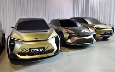 トヨタ自動車が開発中の電気自動車(7日、東京都江東区)