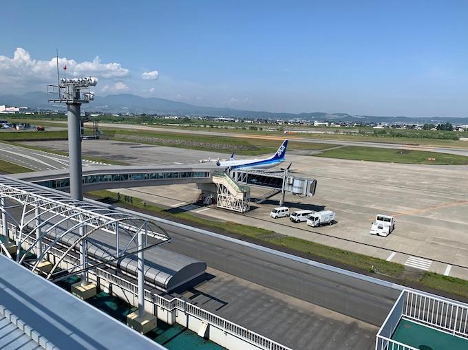 富山空港、飛騨高山に活路 9月から直行バス: 日本経済新聞