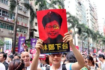 デモでは林鄭月娥・行政長官の辞任を求める声も目立った(9日、香港)