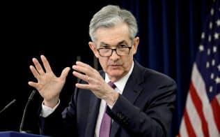 パウエル議長率いるFRBは景気下支えのためには何でもする、と投資家は考えるようになりつつある=ロイター