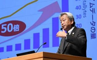 講演するNTTの澤田純社長(10日、東京・大手町)