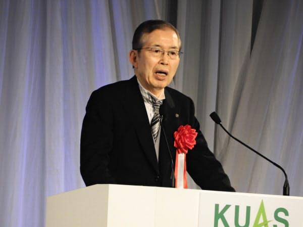 京都先端科学大の入学式であいさつする永守重信・日本電産会長
