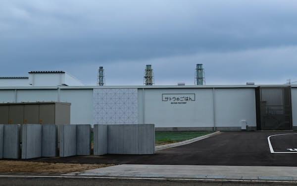 6月中旬から本格稼働するサトウ食品の新工場「サトウのごはん 聖籠ファクトリー」(新潟県聖籠町)