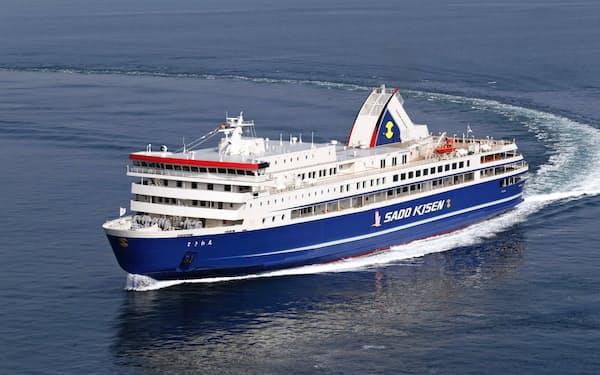 新潟―両津港を運航する佐渡汽船のカーフェリー「ときわ丸」