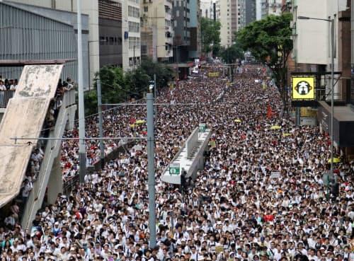 9日のデモ参加者は香港の中国返還後、最大規模となった。