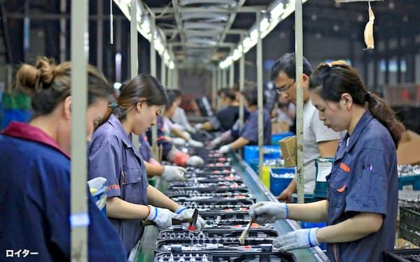中国は米国との貿易戦争で雇用への影響が懸念されている(江蘇省の工場)=ロイター