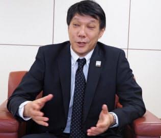 インタビューに答えるNTT東日本の井上福造社長(11日、東京・新宿)