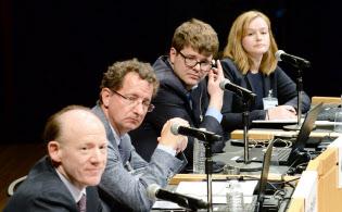討論する(左から)ワイコフ、バディケ、カーター、ウィルソンの各氏(11日、東京・大手町)
