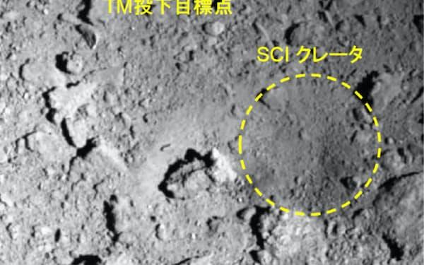 はやぶさ2は人工クレーター付近の「C01-C」への着陸を検討(TMは着陸の目印「ターゲットマーカ」、右下の破線の円が人工クレーター)=JAXAなど提供