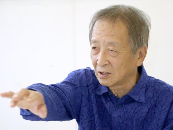 (しんぐう・すすむ) 1937年大阪府豊中市生まれ、60年東京芸大絵画科卒。イタリア留学中に立体作品を手がけ、87年から世界巡回野外彫刻展「ウインドサーカス」を独、西、伊、フィンランドで、翌年に米国内5カ所で展開。代表作に関西国際空港の「はてしない空」ほか。