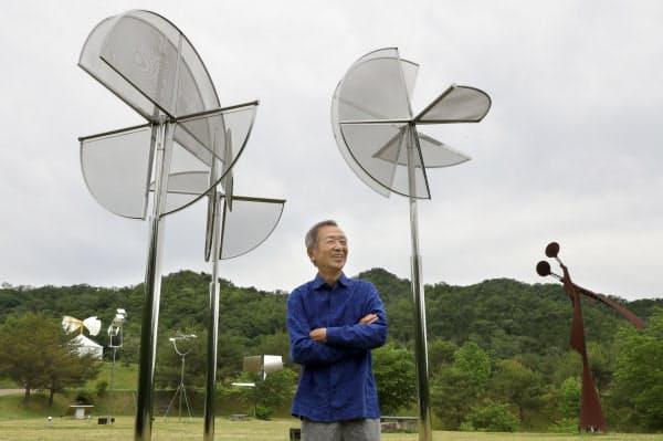 「新宮晋 風のミュージアム」に設置している風の彫刻と(兵庫県三田市の県立有馬富士公園)