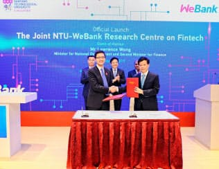 新サービス開発で合意書を取り交わすウィーバンクとNTUの幹部(1月末、シンガポール)