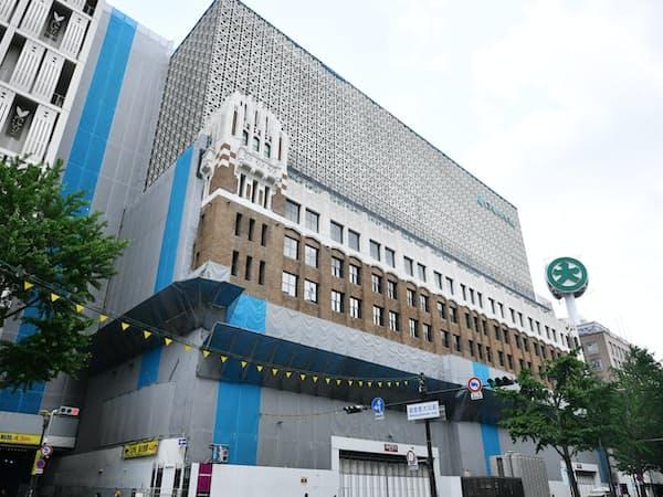 建て替え工事中の大丸心斎橋店本館(10日、大阪市)
