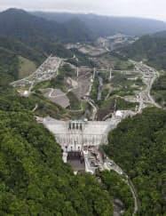 計画から70年近くを経てほぼ完成した群馬県長野原町の八ツ場ダム(12日午前)=共同