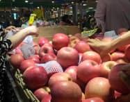 果物の高騰が物価を押し上げた(北京市内の市場)