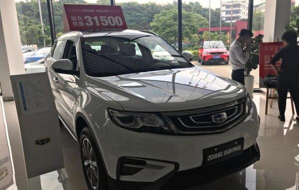 中国の民営自動車大手、浙江吉利控股集団の5月の新車販売台数は前年同月比3割近く減った(広東省広州市の販売店)