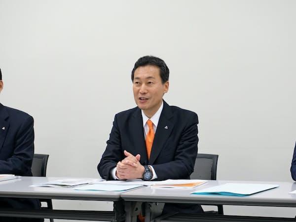 記者会見するユーピーアールの酒田義矢社長