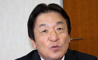 「定住人口の増加が課題」と語る小矢部市の桜井森夫市長