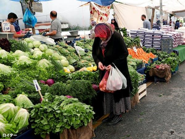 トルコでは高インフレが続く(5月、イスタンブール)=ロイター