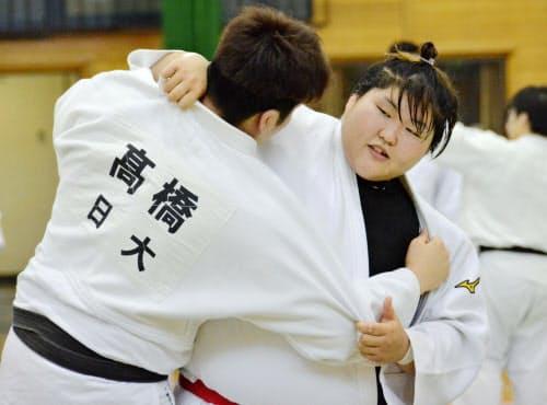 柔道女子日本代表の強化合宿で練習する朝比奈沙羅(12日、北海道旭川市)=共同