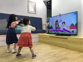 セガトイズの玩具はAR技術を活用して体を動かしながら英語を学べる(13日午前、東京・江東)