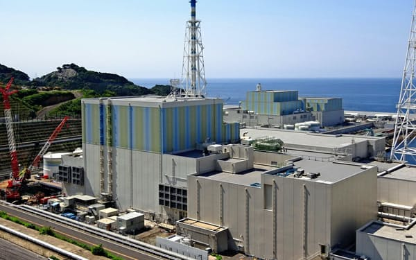 島根原発2号機の審査に火山灰という新たな課題が浮上した(手前が2号機、松江市)