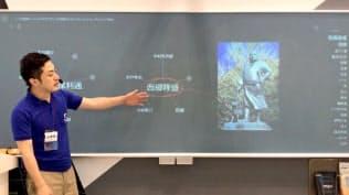 Josyuは授業中の音声をもとに重要単語や関連画像を黒板に表示させる