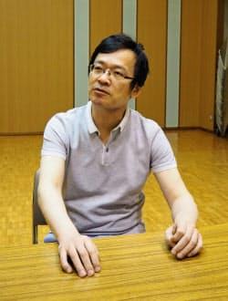 カルテットを率いる日本センチュリー響首席客演コンサートマスターの荒井英治