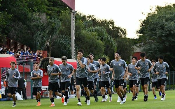 13日、公開練習で汗を流すサッカー日本代表(サンパウロ)