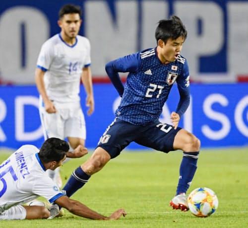 サッカー国際親善試合のエルサルバドル戦で、史上2番目の若さで代表デビューを飾った久保建英(9日、ひとめぼれスタジアム宮城)=共同