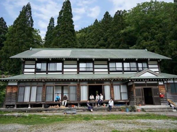 利賀村地域では民泊で観光客を呼び込む(囲炉裏のある山奥の家)
