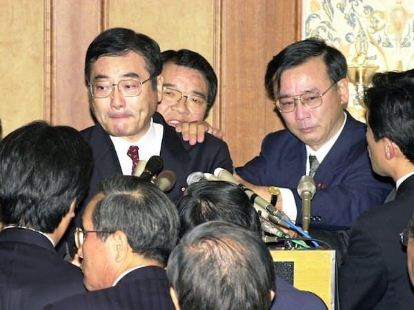 野党を巻きこんでの倒閣運動「加藤の乱」は結局、失敗に終わった(2000年11月20日、都内のホテル)