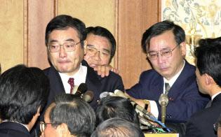 野党を巻きこんでの倒閣運動「加藤の乱」は結局、失敗?#31169;Kわった(2000年11月20日、都内のホテル)