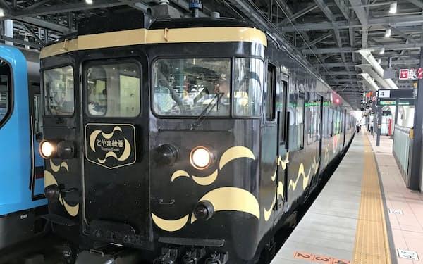 あいの風とやま鉄道の乗客数は過去最高だった(富山駅に停車中の車両)