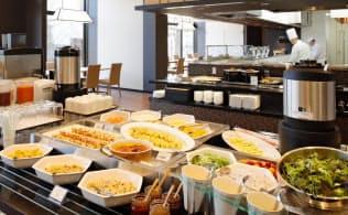 金沢彩の庭ホテルは地元食材にこだわったビュッフェを提供する(金沢市)