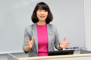 滋慶医療科学大学院大学では「患者参加論」の講義を受け持っている(大阪市淀川区)