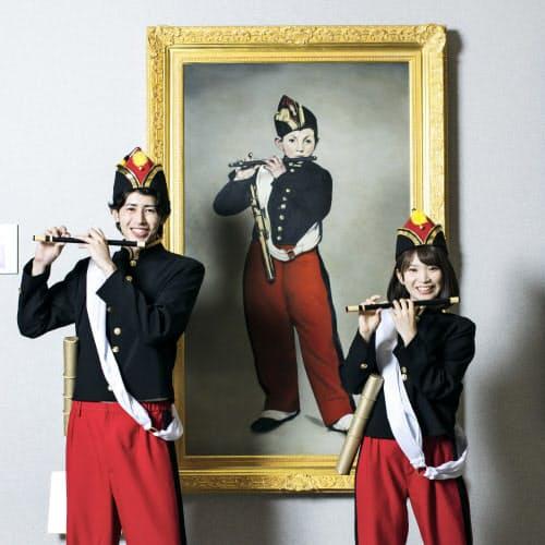 大塚国際美術館のアートコスプレの衣装は衣服の上から簡単に着脱できる