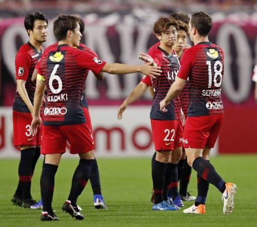 C大阪に勝利し、喜ぶ鹿島イレブン(14日、カシマ)=共同