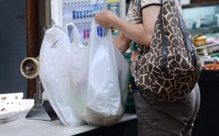 国内のレジ袋は年間20万トン程度で、廃プラ全体の約2%とされる
