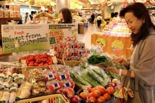 農林水産物や食品の輸出は、今年の目標とする1兆円の達成が視野に入った(香港のスーパーに並ぶ九州から輸出した青果)