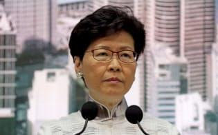 林鄭月娥行政長官は「逃亡犯条例」の改正延期を表明した(6月15日、香港)=AP